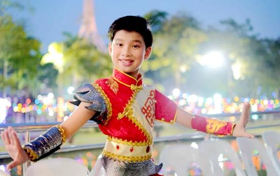 叶圯森被CCTV七彩星球国际校园艺术节授予全国形象大使称号